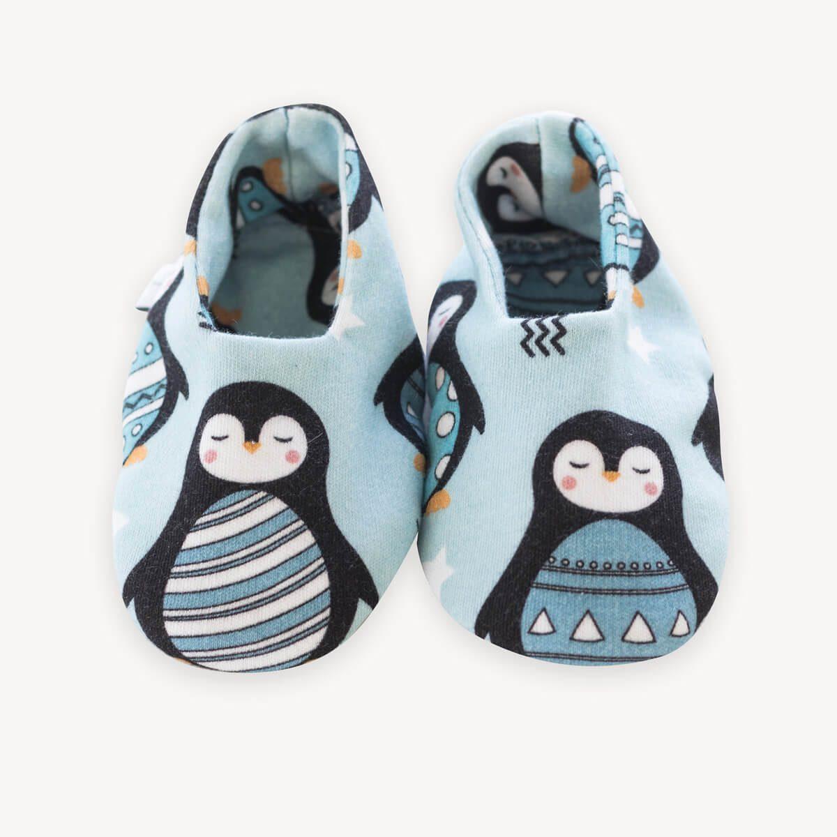 patucos de pingüinos azules