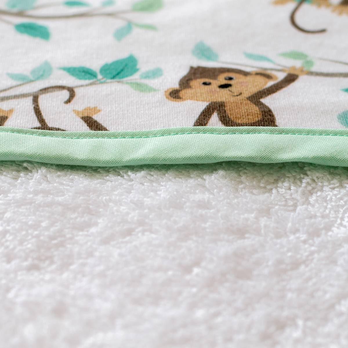 Capa de baño de monos en la jungla